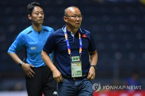 박항서 감독이 이끄는 베트남 축구가 말레이시아와 2022 카타르 월드컵 아시아지역 2차 예선 G조 7차전에서 2-1로 승리하고 최종예선 진출을 예약했다. [AFC 제공]