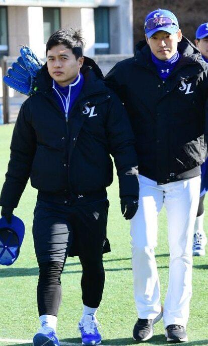 올 시즌 스프링캠프 당시 백정현과 김헌곤. 둘은 킬리만자로산을 함께 다녀온 절친한 사이다. / 최문영 스포츠조선 기자