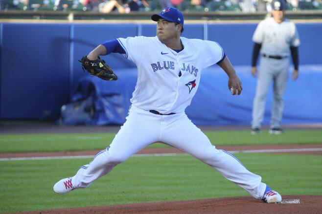 류현진이 16일 뉴욕 양키스전에서 공을 던지고 있다.| AP연합뉴스