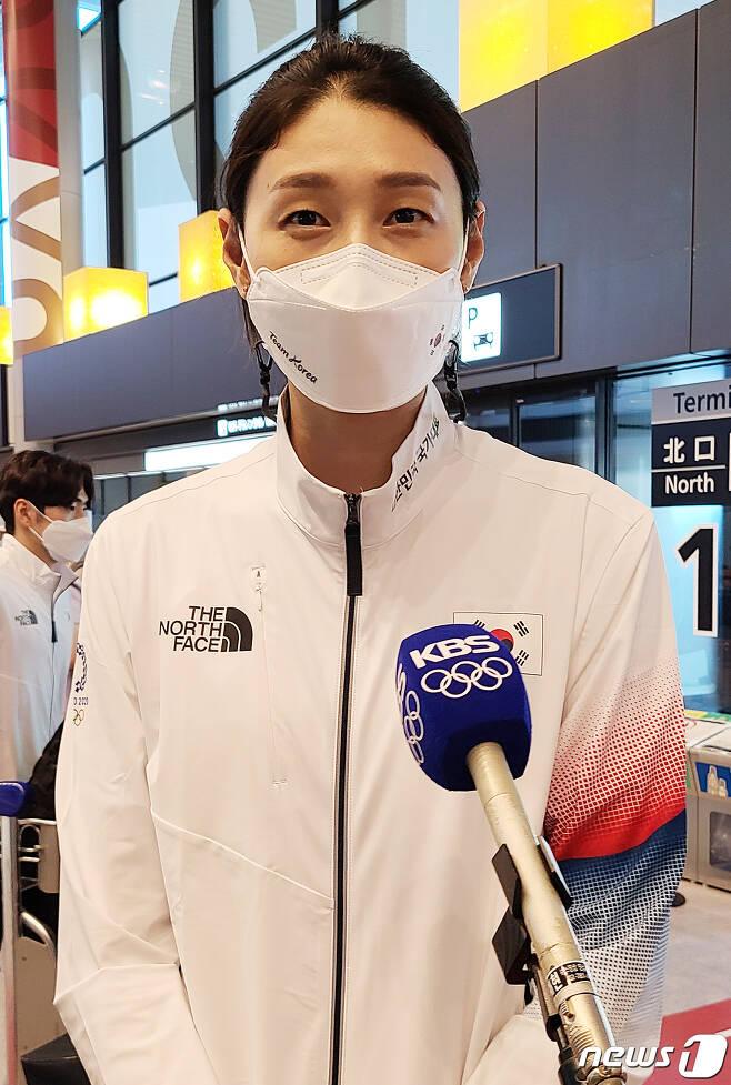 2020 도쿄올림픽 배구 종목에 출전하는 김연경이 20일 오후 일본 나리타 국제공항을 통해 입국하며 취재진 질문에 답변하고 있다. 2021.7.20/뉴스1 © News1 이재상 기자