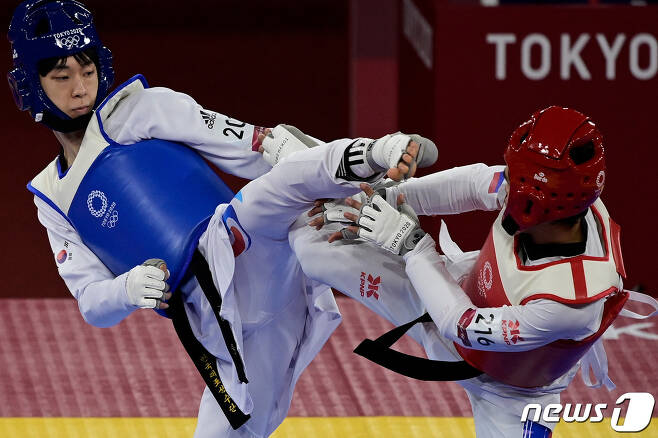 태권도 남자 58㎏급 장준이 도쿄 올림픽 8강에 올랐다. © AFP=뉴스1