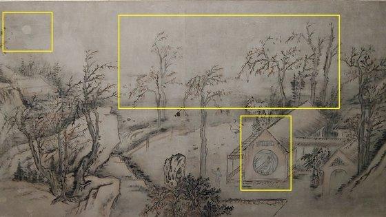 김홍도 '추성부도'. 가운데 노인은 송나라 시인 구양수를 나타냈지만 김홍도의 자화상으로도 읽힌다. 집 주변의 나무들은 가지가 아래로 향하게 그려 겨울나무 느낌을 냈고, 색을 거의 쓰지 않았다. 텅 빈 하늘에 뜬 달은 그림의 다른 부분보다 빽빽하게 칠해 표현했다. 김정연 기자