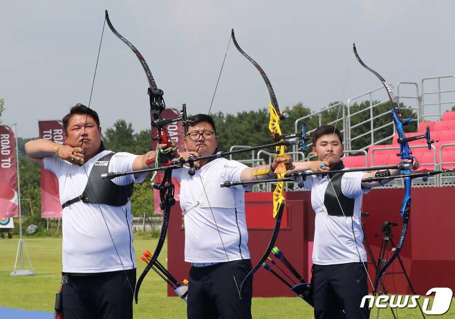 대한민국 남자 대표팀의 오진혁, 김우진, 김제덕(왼쪽부터) 2021.6.28/뉴스1 © News1 송원영 기자