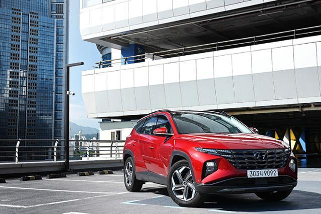 현대자동차 투싼은 더욱 커진 체격과 다채로운 매력을 통해 시장에서의 입지를 더욱 견고히 다지게 되었다.