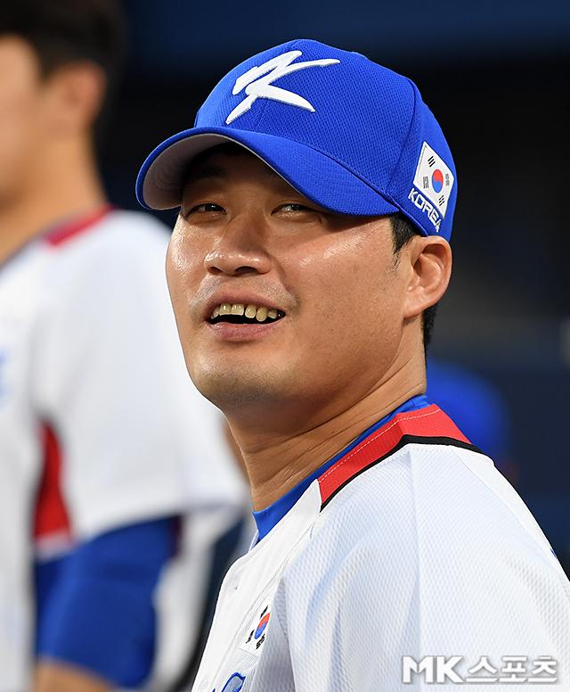 일본 언론이 한국의 이스라엘전 승리 뒤에 오승환의 오기 역투가 있었다고 보도했다. 오승환이 경기 전 환하게 미소를 짓고 있다. [요코하마(일본)=천정환 MK스포츠 기자]