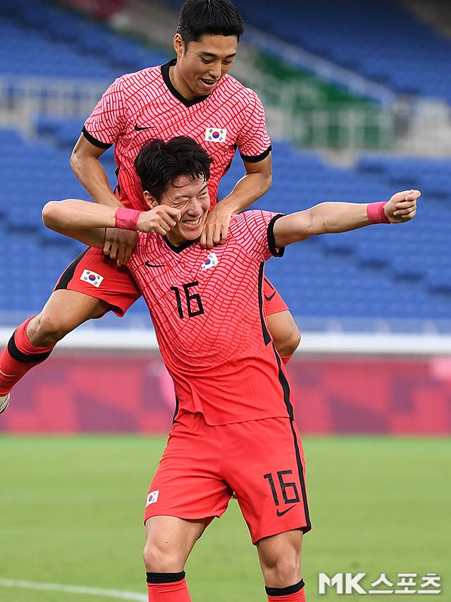 도쿄올림픽 8강 상대 멕시코 신문이 한국을 매우 높이 평가했다. 조별리그에서 3골을 넣은 황의조(16번). 사진(일본 요코하마)=천정환 기자