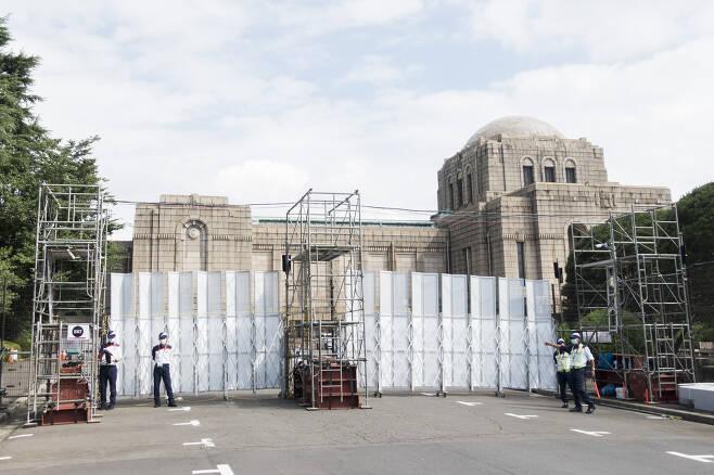 육상경기가 열리는 올림픽스타디움 주변에 바리케이드가 설치된 모습. 도쿄 류재민 기자 phoem@seoul.co.kr