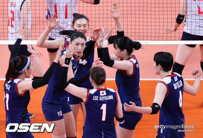 [사진] 한국은 2021년 7월 31일 일본 아리아케 아레나에서 열린 '2020 도쿄 올림픽' 여자배구 A조 예선 4차전 일본과 경기에서 세트 스코어 3-2(25-19, 19-25, 25-23, 15-25, 16-14)로 이겼다. ⓒGettyimages(무단전재 및 재배포 금지)