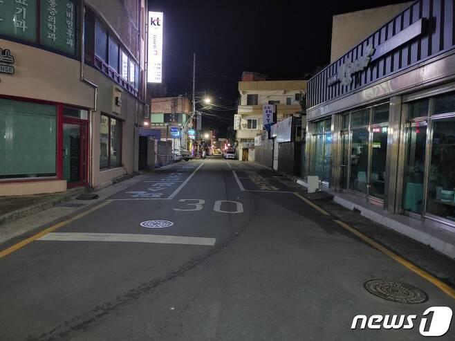 31일 오후 8시 불꺼진 함양군 읍내 거리의 모습 © 뉴스1김대광 기자
