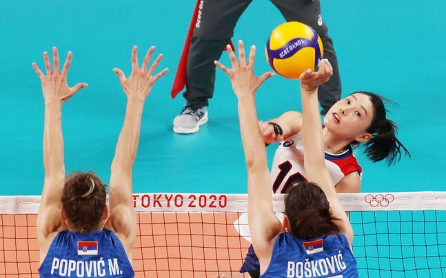 2일 도쿄 아리아케 아레나에서 열린 '2020 도쿄올림픽 여자 배구' 세르비아와 대한민국의 A조 조별리그 최종전서 김연경이 공격을 시도하고 있다. ⓒ 뉴시스