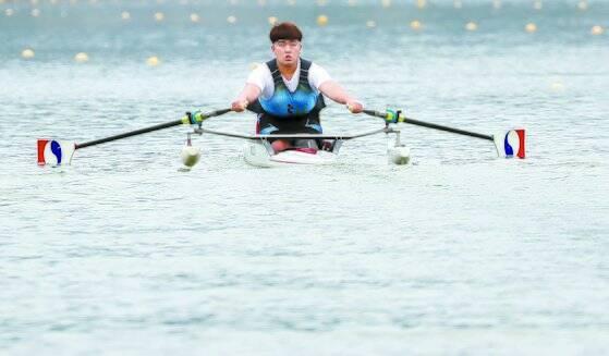 '목함지뢰 사고'로 부상당한 하재헌 예비역 중사가 2019년 한 조정대회에서 경기를 펼치고 있다. 뉴스1