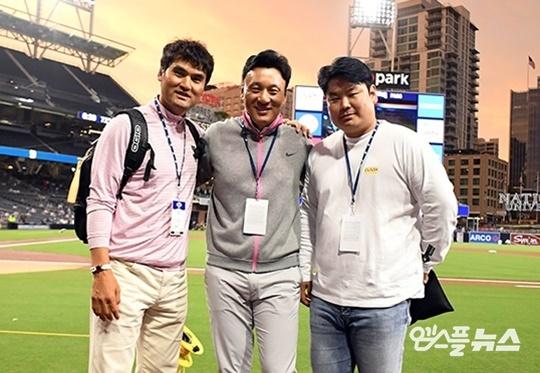 박찬호(맨 왼쪽)와 이승엽(가운데)이 후배 선수들을 응원했다. (사진=엠스플뉴스 DB)