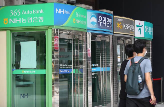 서울 종로구의 한 시중은행 현금자동입출금기(ATM). [연합]
