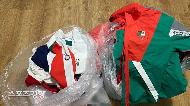 멕시코 소프트볼대표팀이 도쿄올림픽 선수촌 쓰레기통에 버리고 간 유니폼. 브리안타 타마라 트위터 캡쳐