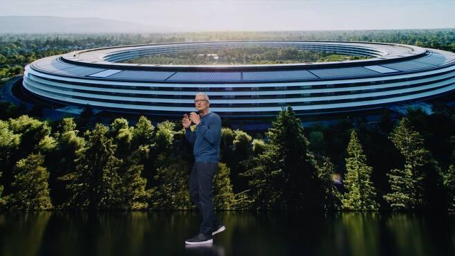 /애플 온라인 행사 캡처 14일(현지시각) 애플 신제품을 소개하는 팀 쿡 애플 CEO.