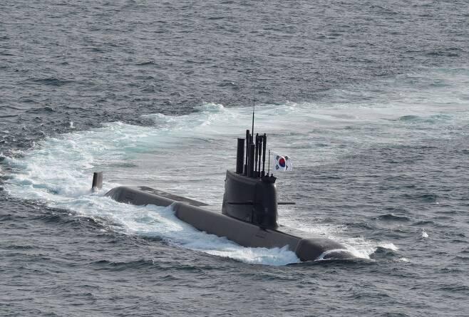 국내 기술로 개발한 잠수함 도산안창호함. 해군