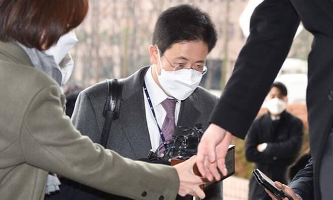 손준성 당시 대검 수사정보정책관이 지난해 12월10일 오전 경기 과천 법무부 청사로 들어가고 있다. 과천=뉴시스