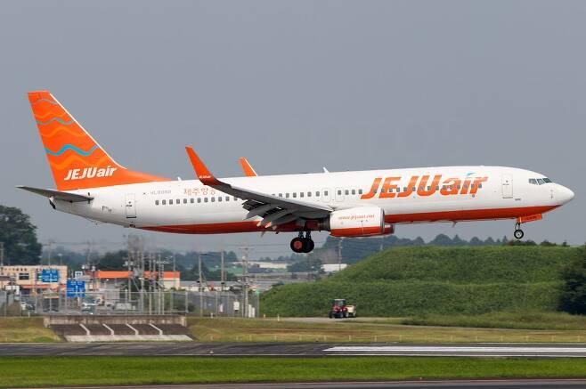 제주항공 항공기가 2019년 8월 도쿄 나리타 공항에 착륙하고 있다. Lachlan Gatland