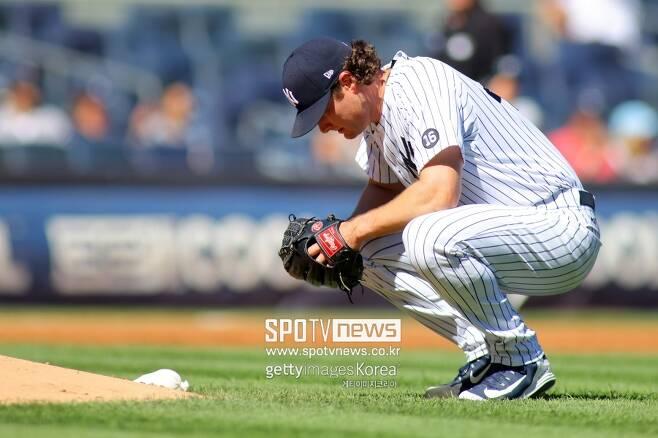 ▲ 20일(한국시간) 클리블랜드전 피홈런 후 주저앉은 뉴욕 양키스 투수 게릿 콜.