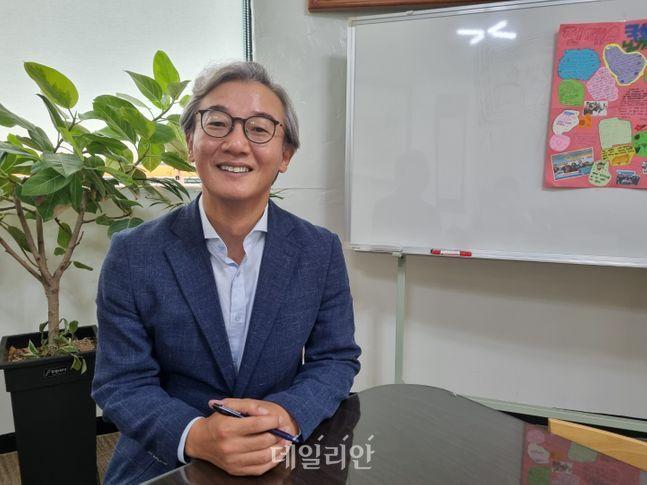 전재수 더불어민주당 의원이 20일 부산 구포동에 위치한 지역 사무실에서 데일리안과 인터뷰를 하고 있다. ⓒ데일리안 송오미 기자