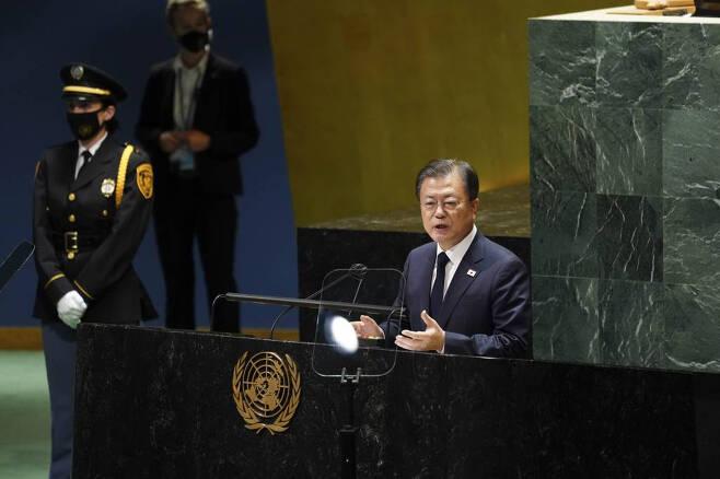 문재인 대통령이 21일(현지시간) 미국 뉴욕 유엔 총회장에서 기조연설을 하고 있다./사진=뉴욕=뉴시스