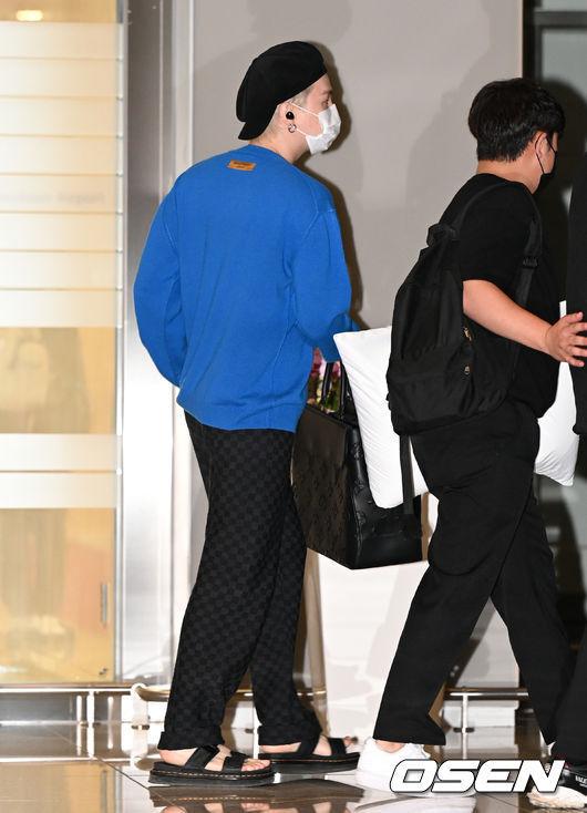 [OSEN=인천공항, 이대선 기자]그룹 방탄소년단 슈가가 출국장으로 이동하고 있다. 2021.09.18 /sunday@osen.co.kr