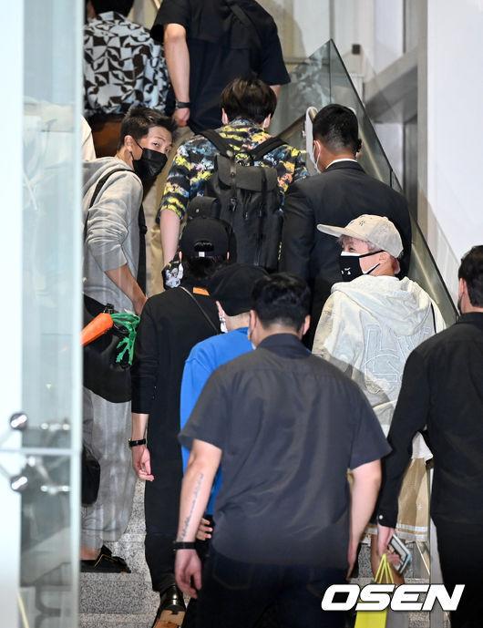 [OSEN=인천공항, 최규한 기자]방탄소년단 멤버들이 출국하고 있다. 2021.09.18 / dreamer@osen.co.kr