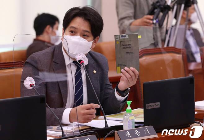 (서울=뉴스1) 박세연 기자 = 전용기 더불어민주당 의원. 2020.10.12/뉴스1