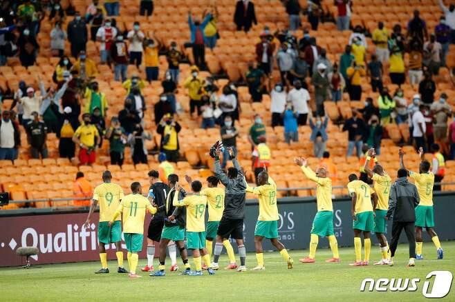 아프리카 예선을 치르는 남아프리카공화국 선수단의 모습© AFP=뉴스1