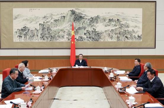 리커창 중국 총리(가운데)가 10월 9일 '제5차 국가에너지위원회' 회의를 주재하는 모습 (사진=중국 국무원)