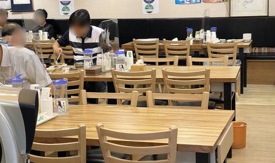 지난 8월 서울 종로구 한 식당이 점심시간에도 비교적 한산한 모습을 보이고 있다. 뉴스1