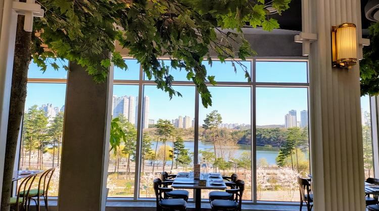 호수 뷰가 멋진 광교 엘리웨이 브런치 카페 세상의 모든 아침