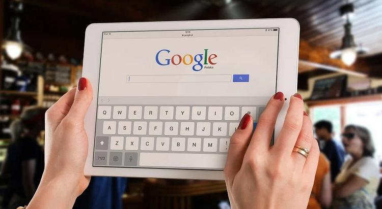 구글의 숨겨진 구름 게임 하는 방법
