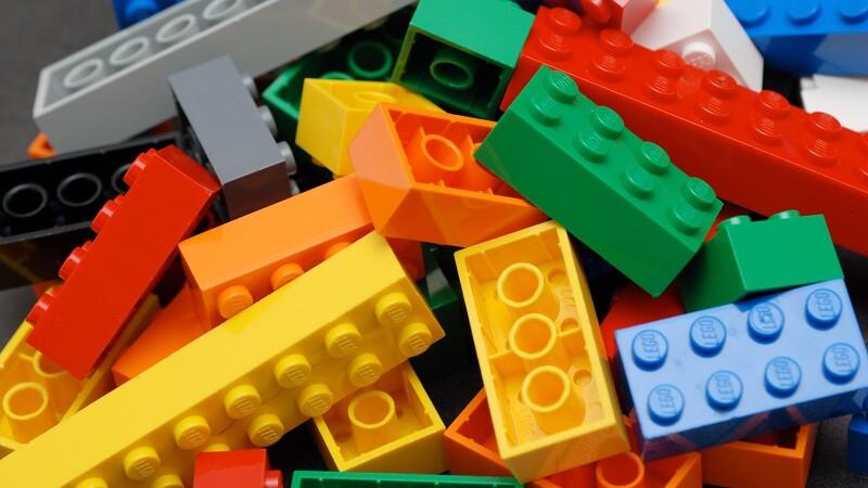 무한한 가능성의 세계, LEGO'