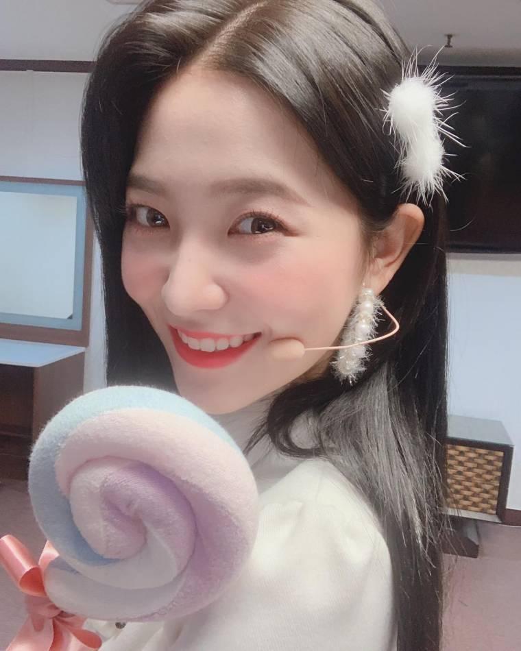 레드벨벳 예리 소녀시대 키씽유 커버 무대 의상