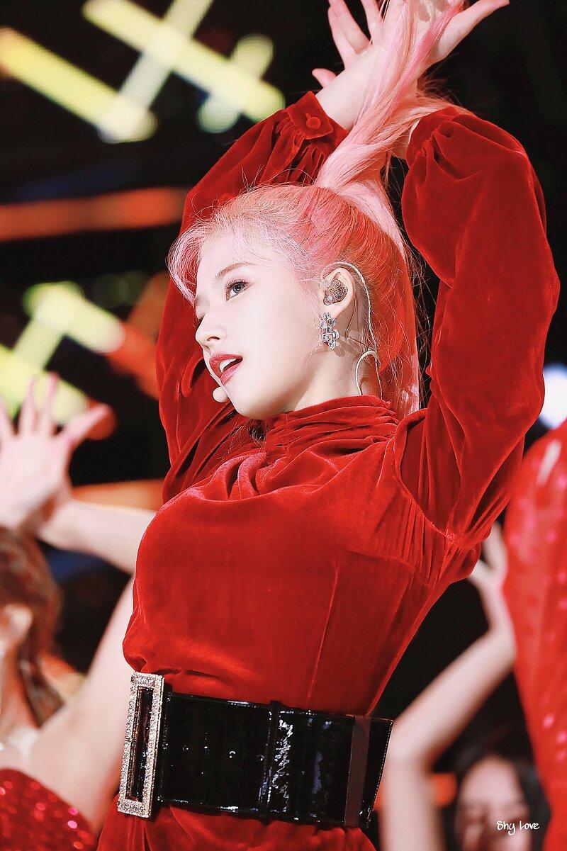 트와이스 사나 SBS인천슈퍼콘서트 핑크 헤어스타일