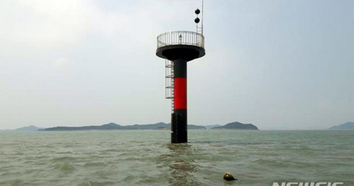 신안 비아도 인근 해역 새 등표 설치..선박 안전항해 기대