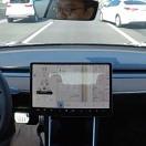 [시승기] 테슬라 모델 3, 오토파일럿 상태서 끼어드는 차 어떻게 대처할까