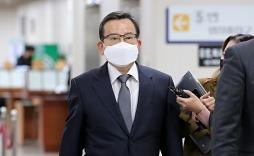 '김학의 출금' 불법 아니라는 법무부..해명에도 남는 의혹