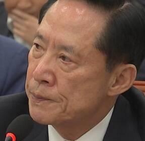 """[비디오머그] '고개' 숙인 송영무 국방부 장관 """"발언 과했다"""""""