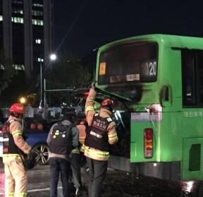 광화문광장 인근 도로서 버스에 불