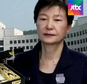 """검찰 """"상납금 사적 사용""""..박근혜 추가 기소 가능성"""