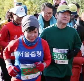 시민들과 함께 달리는 안철수 대표