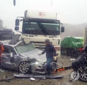 완주순천고속도로 차량 20여대 추돌