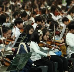 [슬라이드 포토] 8399人, 오케스트라로 하나 되다..월드기네스 도전