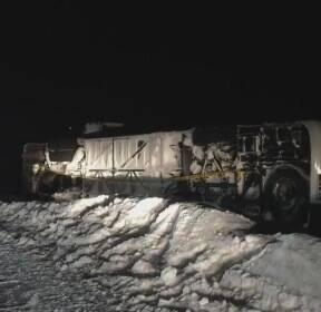 홋카이도서 한국관광객 34명 태운 버스 눈길에 전복