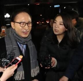 [슬라이드 포토] 이명박, 친이계 송년모임 참석