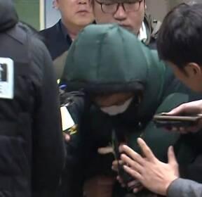 [현장영상] '홧김 방화' 유 모 씨, 종로경찰서로 이송