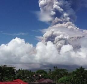 필리핀 마욘 화산 폭발 임박..수만 명 대피