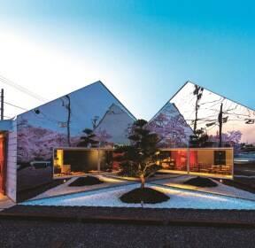 〔안정원의 건축 칼럼〕 벚꽃나무 길의 풍경을 거울 반사로 확장시킨 집 미러하우스 2